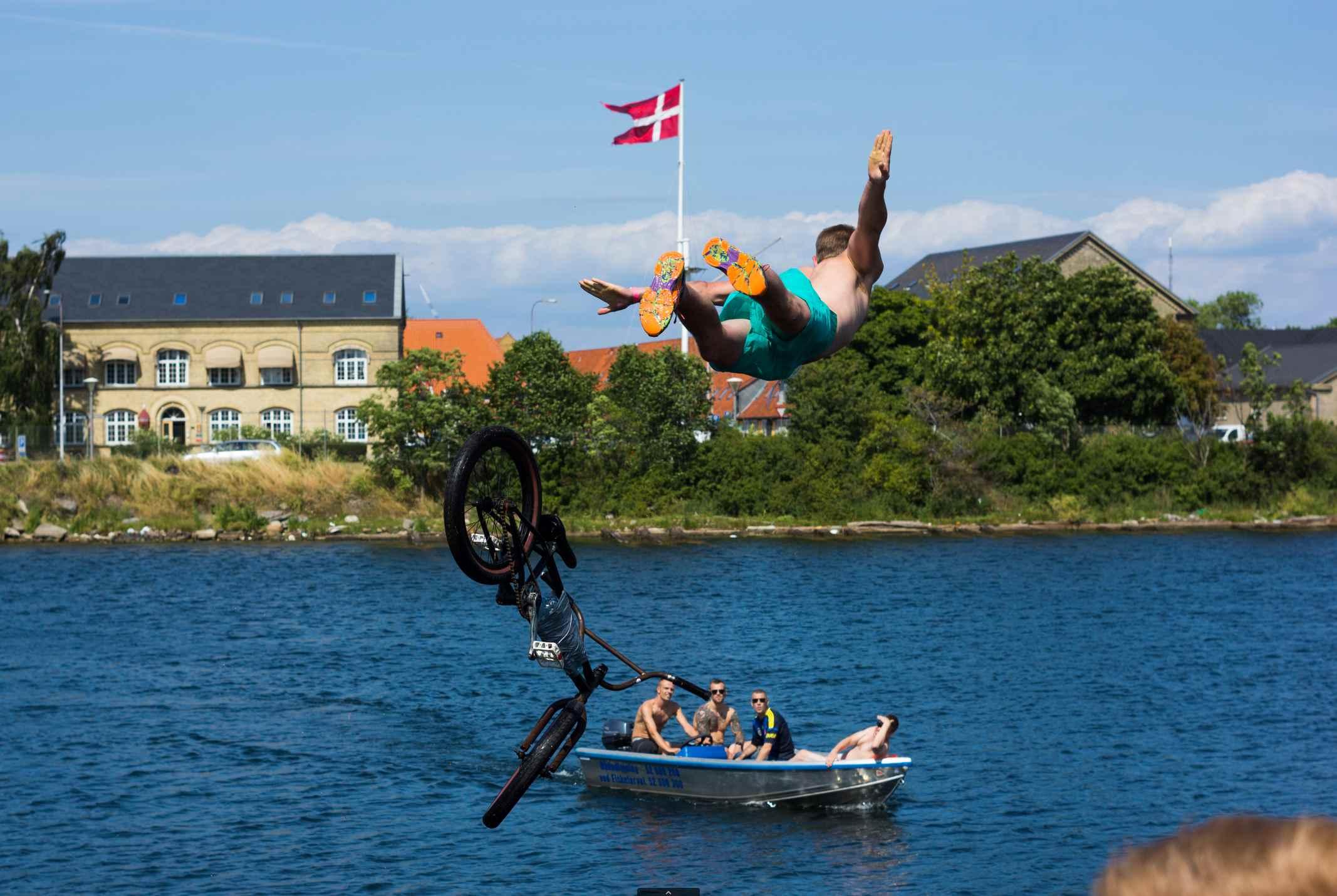 kulturhavn holmen dirt dirtjump bmx vand havn sjov friluftsliv copenhagen kbh christianshavn pumptrack cykelleg københavn