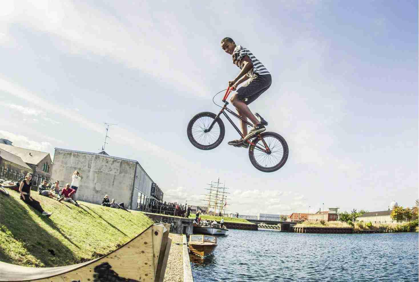 holmen-dirt-aktiviteter-dirtjump-bmx-pumptrack-rekreativ-social-friluftsliv-cykelleg-sikker-cyklist-København-Copenhagen-Christianshavn-cykel-dirt-jump-13