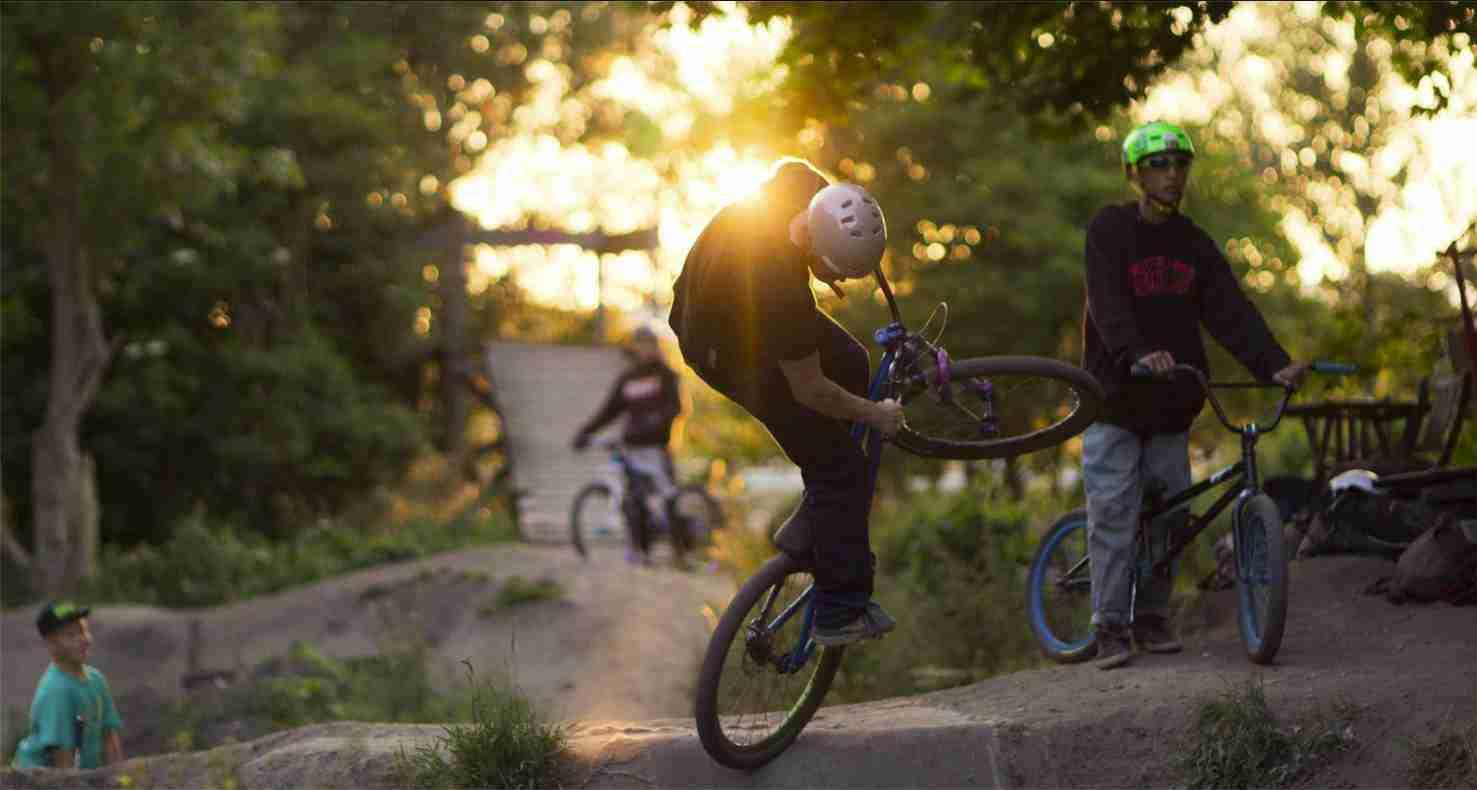 holmen-dirt-aktiviteter-dirtjump-bmx-pumptrack-rekreativ-social-friluftsliv-cykelleg-sikker-cyklist-København-Copenhagen-Christianshavn-cykel-dirt-jump-15