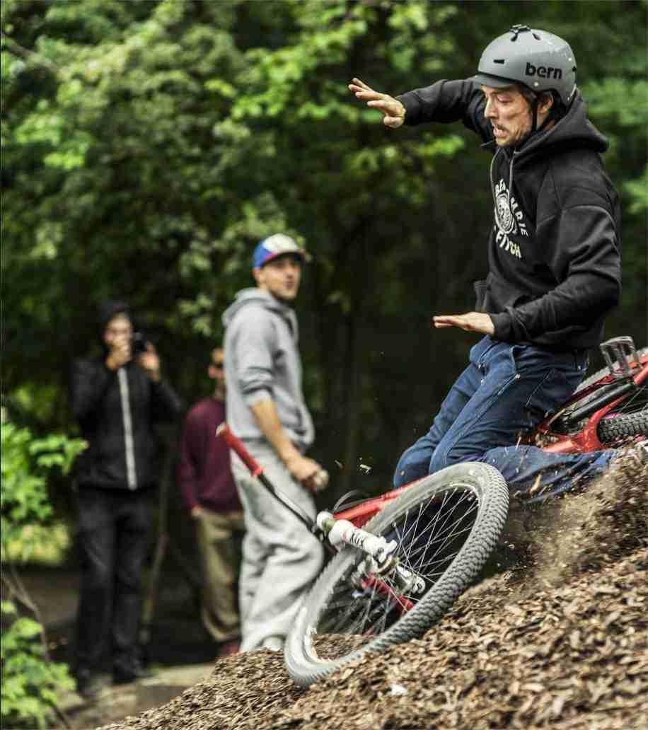 holmen-dirt-aktiviteter-dirtjump-bmx-pumptrack-rekreativ-social-friluftsliv-cykelleg-sikker-cyklist-København-Copenhagen-Christianshavn-cykel-dirt-jump-19