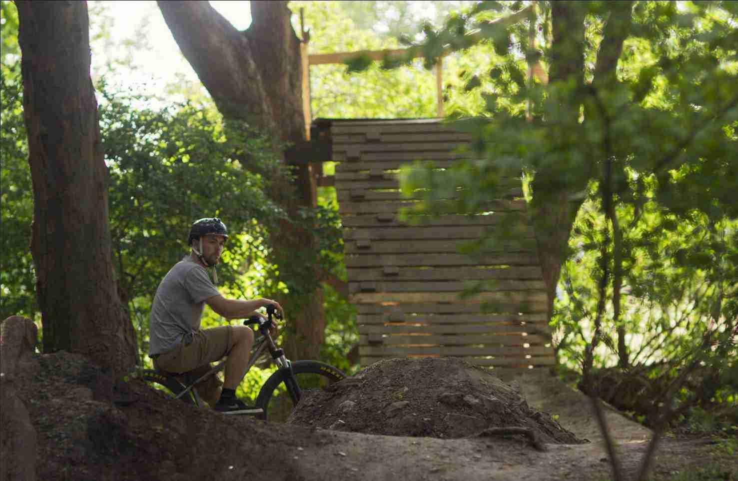 holmen-dirt-aktiviteter-dirtjump-bmx-pumptrack-rekreativ-social-friluftsliv-cykelleg-sikker-cyklist-København-Copenhagen-Christianshavn-cykel-dirt-jump-2