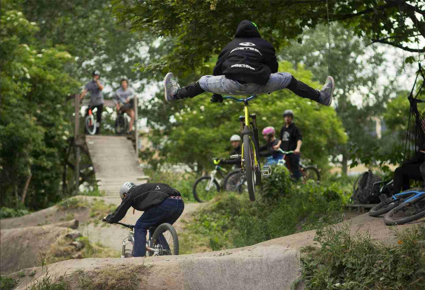 holmen-dirt-aktiviteter-dirtjump-bmx-pumptrack-rekreativ-social-friluftsliv-cykelleg-sikker-cyklist-København-Copenhagen-Christianshavn-cykel-dirt-jump-23